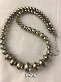 Banc Estampé Main Navajo Perles Diplômé Collier De Perles En Argent Sterling 24